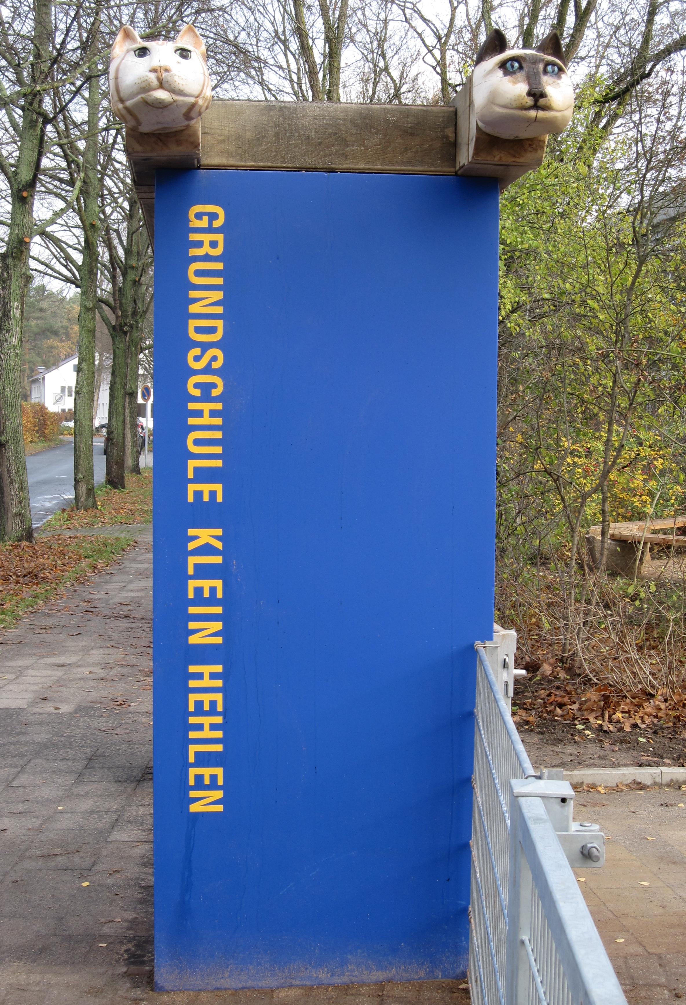 2010 Raben und Katzentor und Köpfe für den Sand - Schule in Klein Hehlen