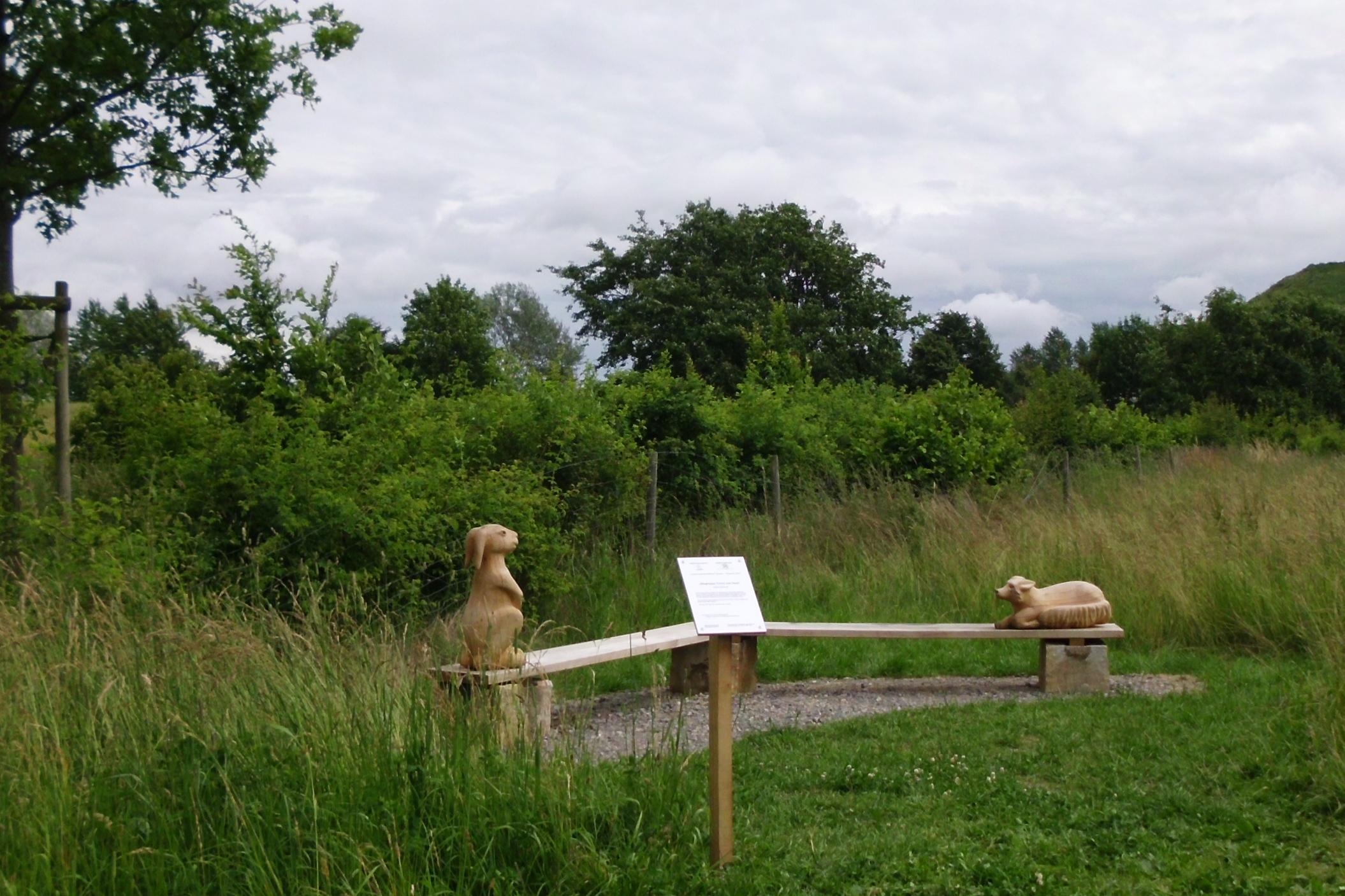 2014 und 15 Sitzgruppe am Graben Fuchs Hase und Igel - Landschaftskunstpfad Ronnenberg